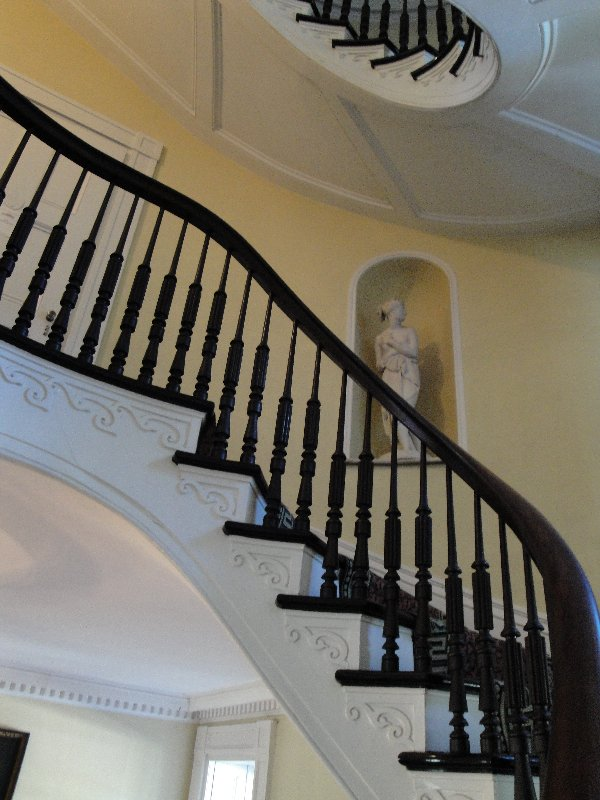 bartow-pell-mansion-staircase-2