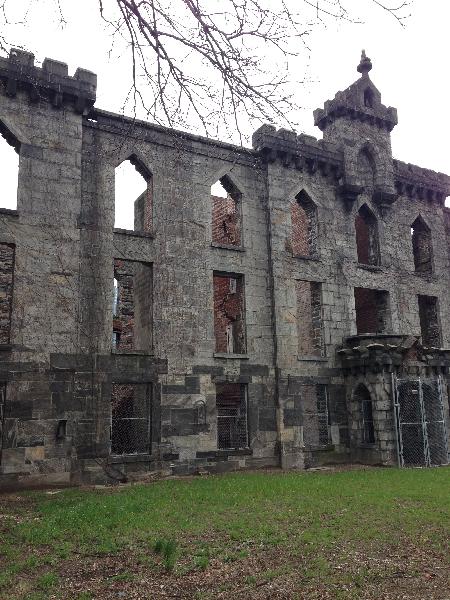 small-pox-hospital-ruins-2