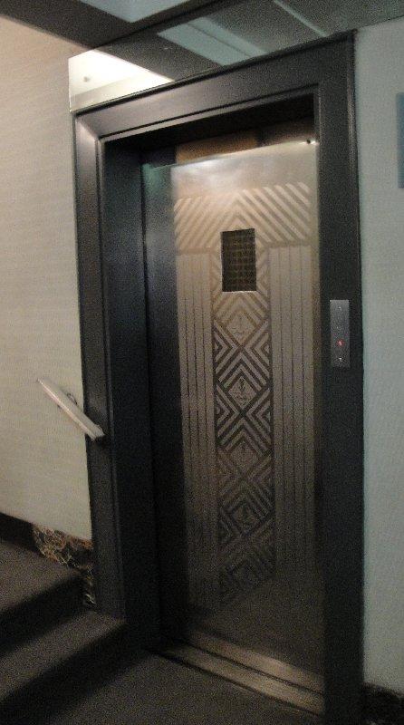 deco-elevator